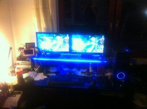 Shockwave v2 beleuchteter Schreibtisch